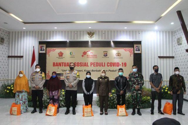 Penerimaan Dan Penyerahan Paket Bansos Untuk Masyarakat Banten