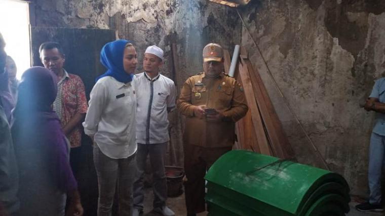 Anggota Komisi I DPRD Kota Serang Bantu Bedah Rumah