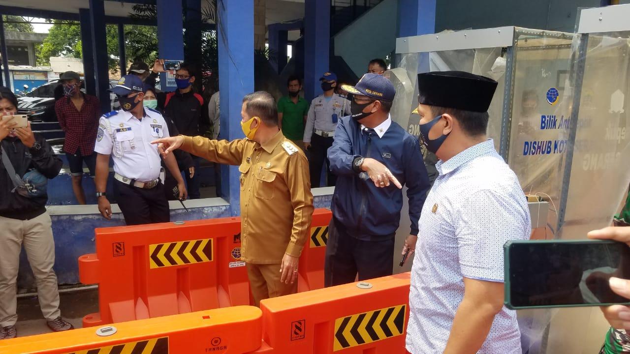Pengecekan Pos Cek Poin Penerapan PSBB di Kota Serang